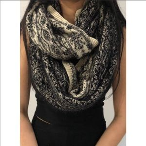 H&M Black/White Winter Thick&Fuzzy Infinity Scarf
